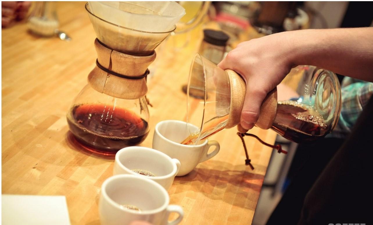 кемекс и чашки кофе