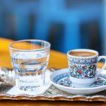 кофе в турке подача с водой