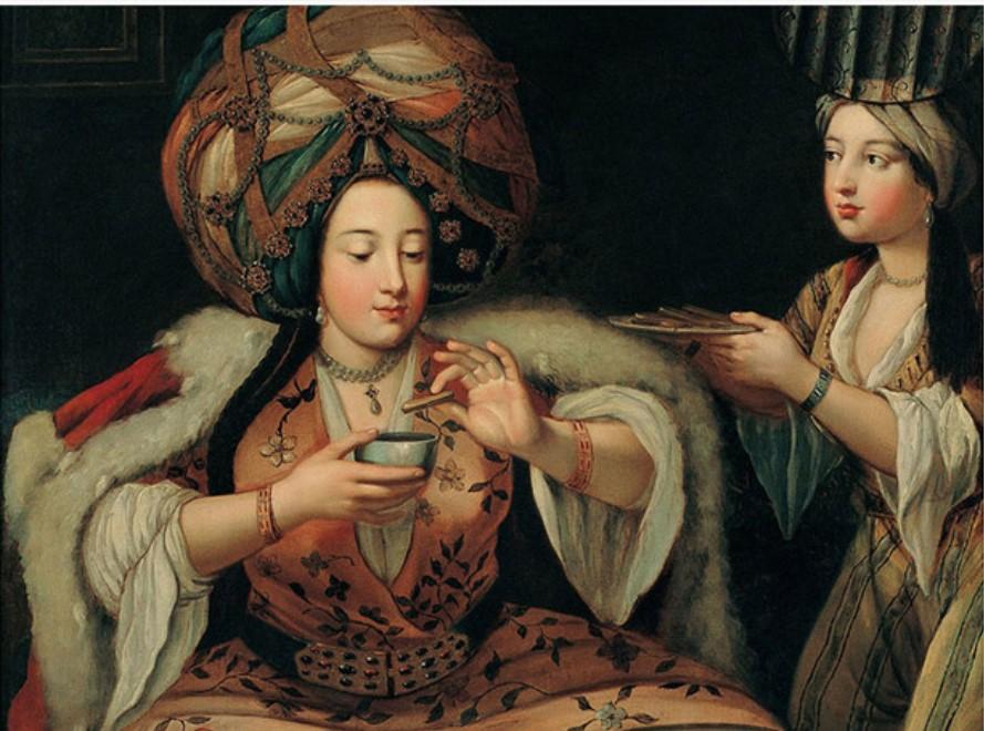 жена угощает кофе мужа