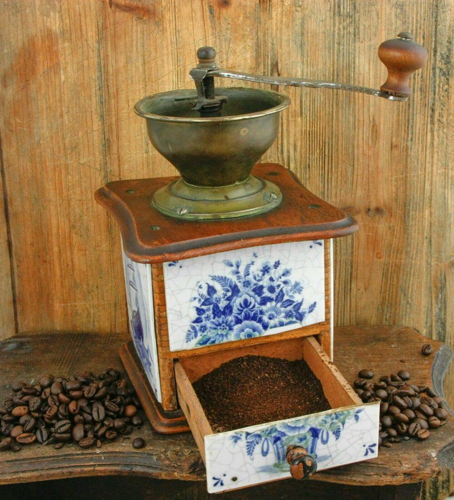 старинная кофемолка