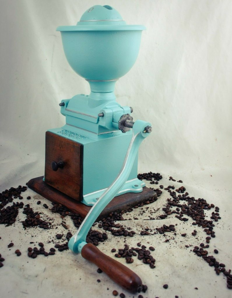 старая кофемолка