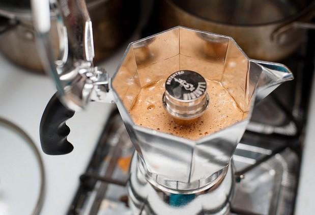 гейзерная кофеварка открытая