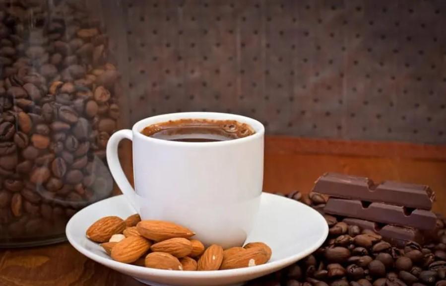 кофе и миндаль