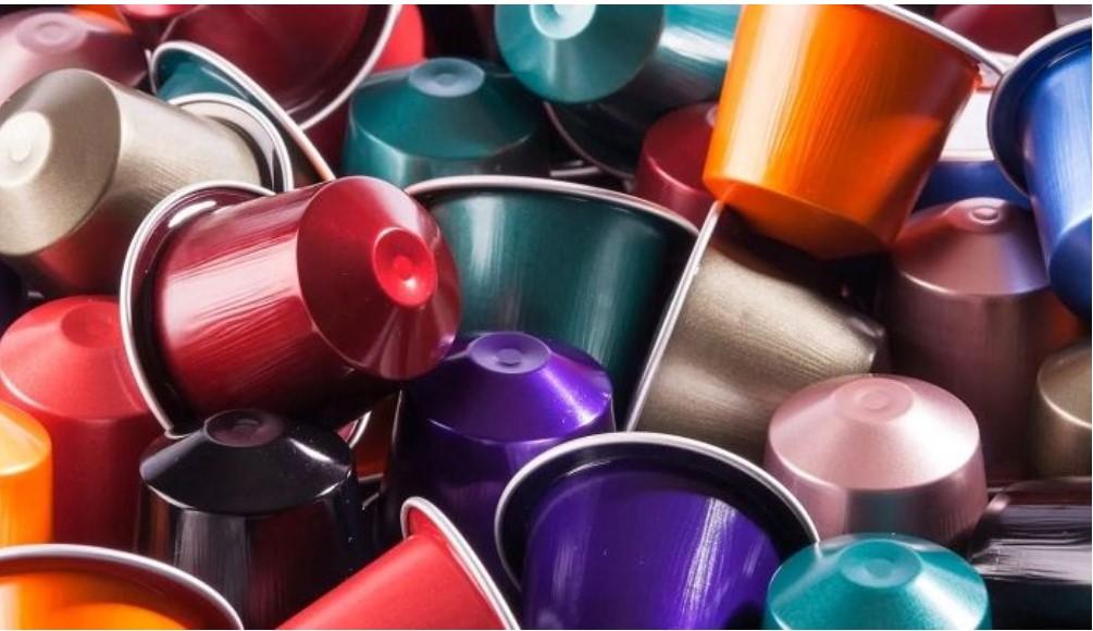 много разноцветных капсул кофе