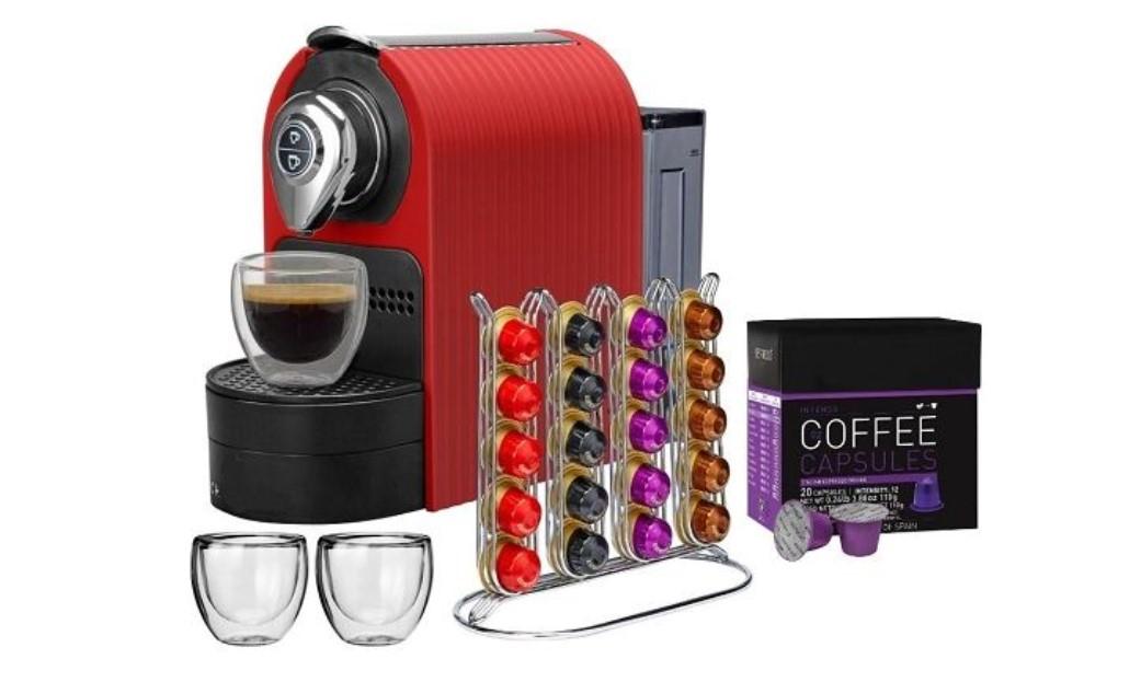 упаковка капсул возле капсульной кофемашины
