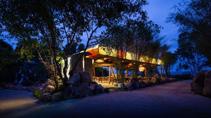 кофейный островок на улице