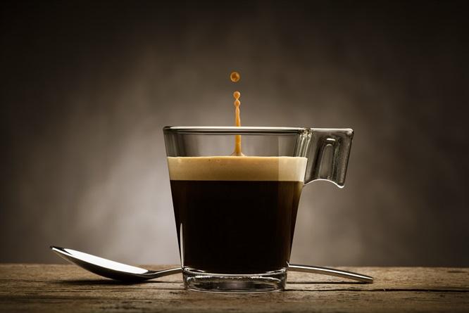 стакан с кофе с кремом