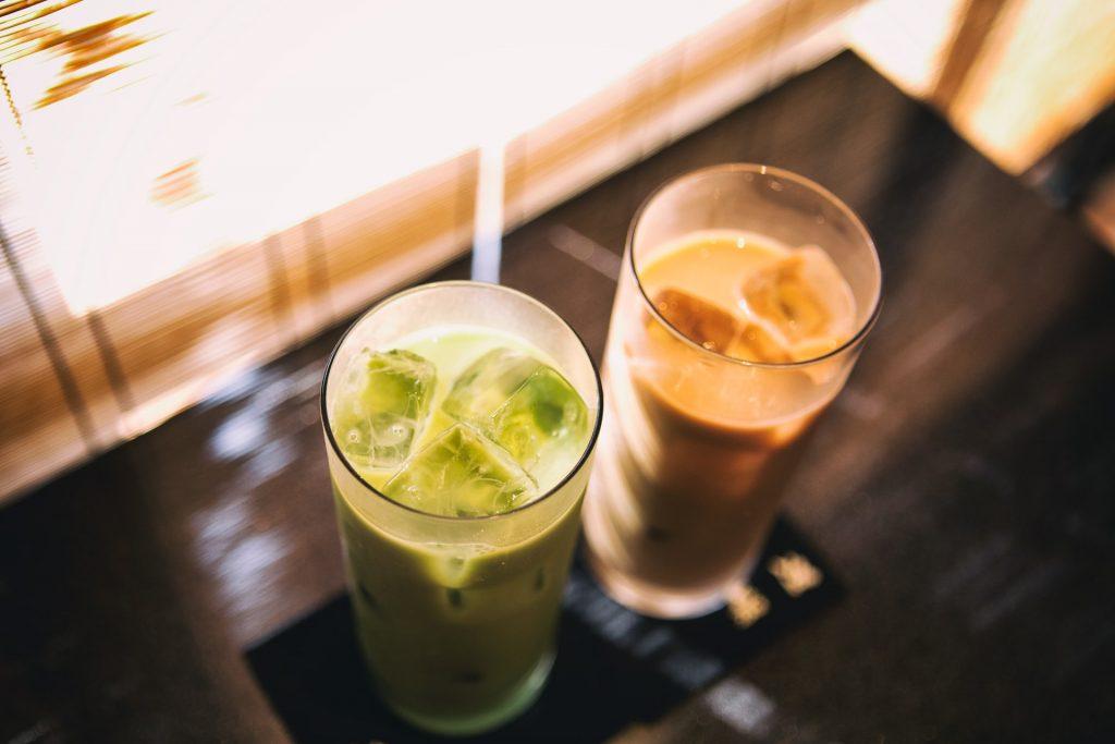 два стакана латте